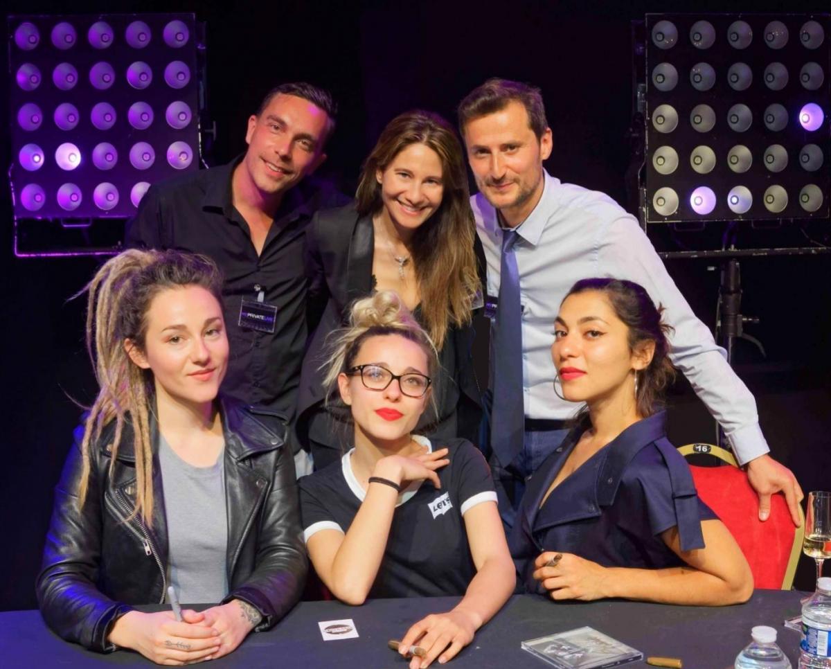 Une partie de l'équipe MY PRIVATE LIVE (Aurélien Sooukian, Céline d'Arvieu et Brice Aurelle) et les 3 artistes du groupe L.E.J (Victoires de la Musique dans la catégorie « Révélation Scène » en 2017) lors d'une soirée d'entreprise et d'un concert privé organisés par l'agence le 30 mai 2018 à la Salle Wagram